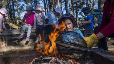 Big Fat Smile preschool in Bundanoon encourages children to build a fire to expose them to character-building risks