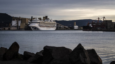"The Ruby Princess cruise ship ""hurried"" back to Sydney, arriving three hours ahead of schedule."