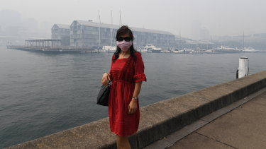 A woman wears a mask in Sydney during the bushfire crisis.