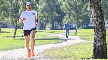 Running coach Sean Helmot is helping long-distance runners cope with lockdown.