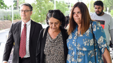 Ms Williams' mother, Sharon (centre), made complaints to Tumut Hospital about her daughter's treatment.