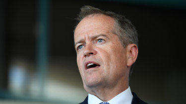 Bill Shorten says he will tear up the government's wages submission if elected.
