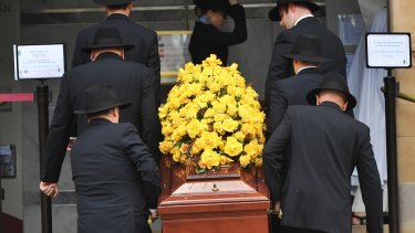 Willesee's coffin was covered in yellow roses and placed next to a photo portrait of the famed journalist.