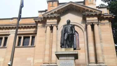 The proposal would put a small bar on top of Australia's oldest library.