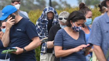 Hundreds of people lined up at a Mona Vale COVID-19 clinic on Thursday.