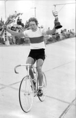 Shane Sutton wins the Sydney Cup on Wheels at the Camperdown Velodrome in 1978.