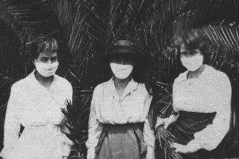 Wearing masks during the Spanish flu  outbreak in 1919 in Sydney.  Adam Kucharski's book is about how and why things spread.