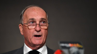 ACA president Greg Dyer says Cricket Australia's next chief executive must be given a mandate for change.