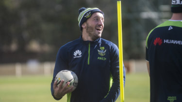 """Raiders coach Ricky Stuart urges Josh Hodgson not to fit """"15 rounds into 20 minutes""""."""