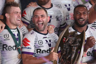 Cameron Smith and the Melbourne Storm with the premiership trophy.