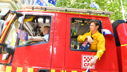 Thousands pay tribute to fireys at Australia Day parade