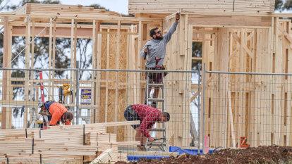 Builders urge Queensland stimulus package as approvals slump