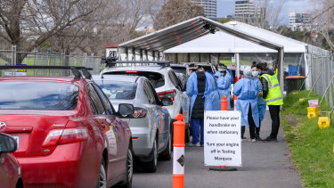 People queue in their cars at the Albert Park COVID-19 testing clinic on Friday.