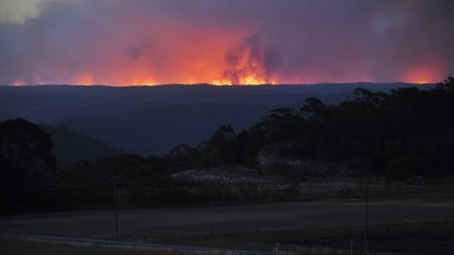 Problem fire weather likely 'for weeks to come' with heatwave, little rainfall ahead