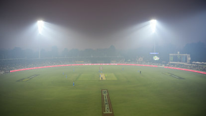 Heavy smoke forces BBL match in Canberra to be abandoned
