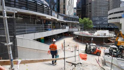 Broken toilets, mouldy tiles see work sites shut down amid CFMMEU wages battle