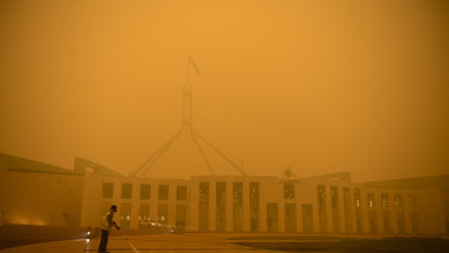 Airlines cancel flights as bushfire smoke makes landing too risky