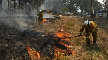 Another total fire ban in place for Sydney as bushfires death toll rises to four