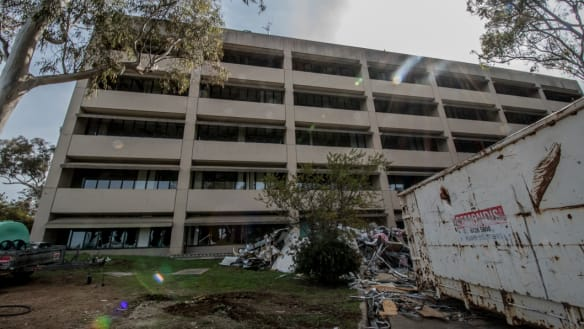 Demolition starts on former CSIRO buildings off Limestone Avenue