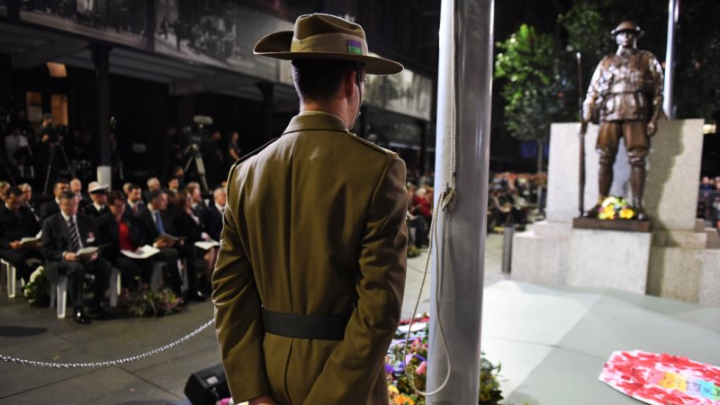 Thousands gather in Martin Place for Anzac Day dawn service
