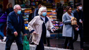 CORONAVIRUS - COVID-19.  Photograph shows mask use in the streets of Sydney's CBD. Photographed Monday 21st June 2021. Photograph by James Brickwood. SMH NEWS 210621