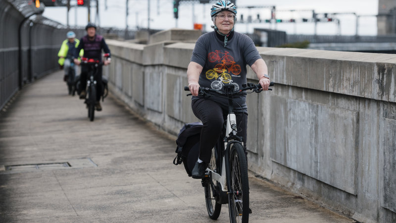 Cycling group wants Harbour Bridge lane for commute