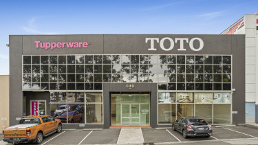 A ground floor 1000 sq m showroom at 648 Whitehorse Road has leased for $140,000 a year.