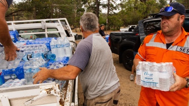 Families affected by Saturday's fires in Balmoral received a helping hand from the community of Russell Vale.