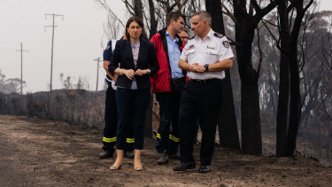 NSW Premier Gladys Berejiklian and RFS Deputy Commissioner Rob Rogers visit The Darling Causeway.