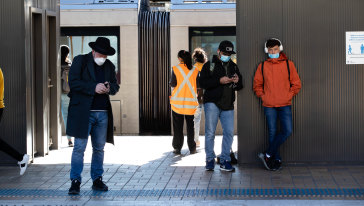 The number of people wearing face masks on Sydney public transport remains at 30 per cent.