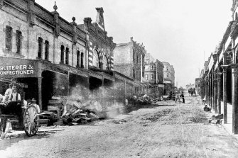 Cleaning up Erskine Street in The Rocks during the bubonic plague in 1900.