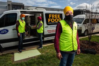 Manpreet Singh, vice-president of Sikh Volunteers Australia, with some of the volunteers.