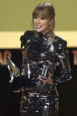 Taylor Swift urged viewers to vote in the upcoming midterm elections during her speech.