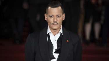 Actor Johnny Depp has settled a case against his former managers.