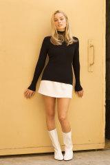 Margot Robbie as actor Sharon Tate.