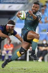 Australia's Samu Kerevi breaks the tackle of Argentina's Marcos Kremer.