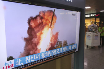 A TV shows a file image ofa  North Korean missile launch during a news program at Seoul Railway Station in South Korea.