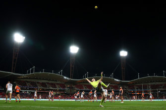 Boundary umpire Michael Barlow throws the ball in during a clash between GWS and St Kilda at Giants Stadium.