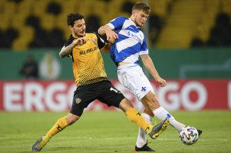 Dynamo's Philipp Hosiner (left) in action against Darmstadt's Lars Lukas Mai.