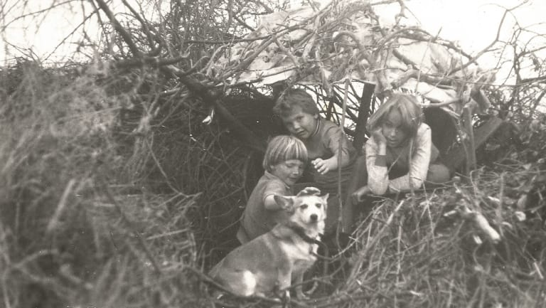 Jessica Morgan, Nicky Morgan and Jeannette Atkins (with Hilda the corgi) in a cubby on Mt Taylor in the early 1970s.