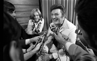 From the Archives, 1971: Liberace, the gate-crasher
