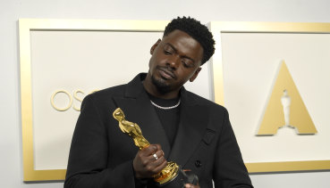Daniel Kaluuya, winner of best actor in a supporting role for Judas and the Black Messiah, with his Oscar.