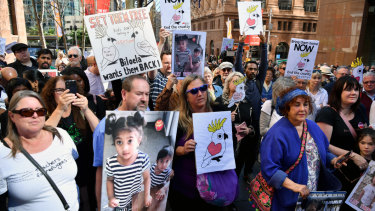 More than a dozen protests were held around Australia on Sunday calling on the government to let a Tamil asylum seeker family stay.