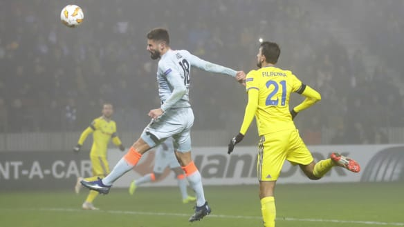 Giroud's winner sends Chelsea through in Europa League