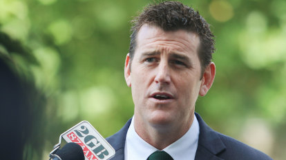 Police probe sealed envelopes, scraps of paper in Ben Roberts-Smith case