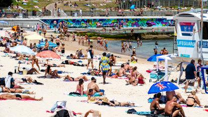 Masks, not jabs, compulsory on the beach as volunteer lifesaver patrol season begins