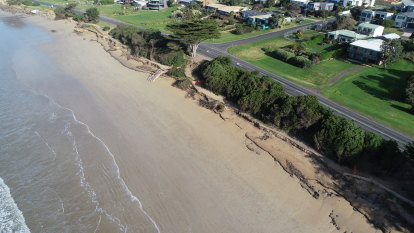 Beachgoers keep high eye on Victoria's changing coastline