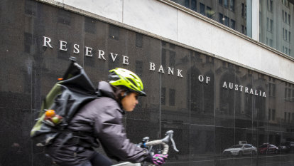 RBA holds interest rates at record low over Christmas