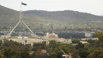 Half-angels fighting half-devils: the secret world of Le Canberra