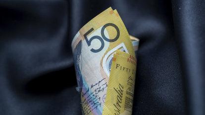 Millions face a pay cut when 'lamington' offset ends, despite tax cuts